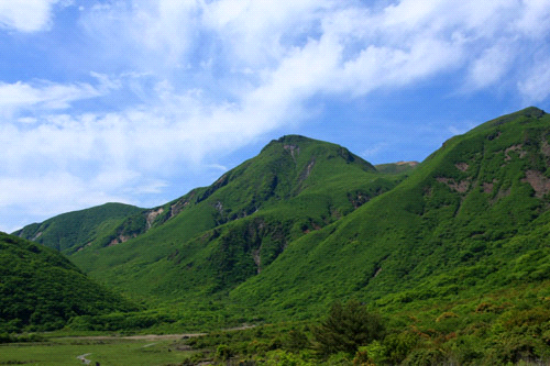 坊ガツルと中岳