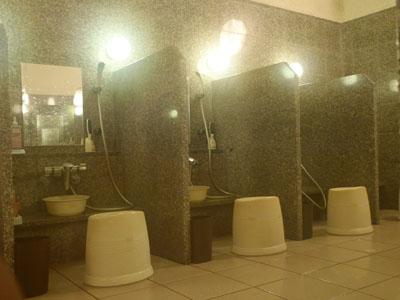 やっぽんぽんの湯洗い場