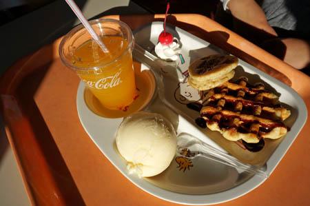 東条湖おもちゃ王国王様パンケーキセット