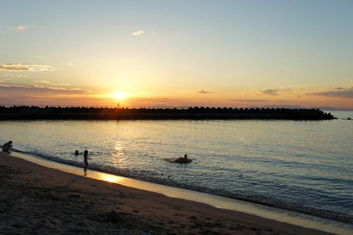 シーサイド海水浴場の夕日