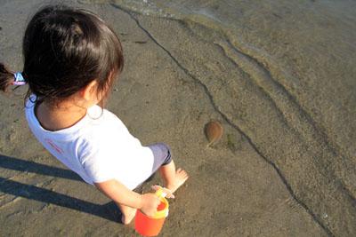 風早長浜海岸幼児連れ