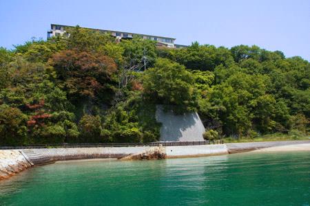 野賀海水浴場と清風館
