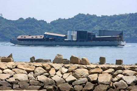 瀬戸内海の巨大船