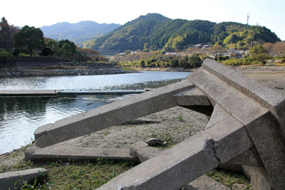 渇水期の玉川湖