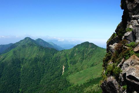 西の冠岳とニノ森