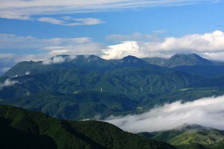 由布岳から見る九重連山