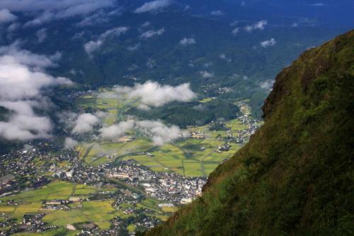 由布岳から見下ろす下界