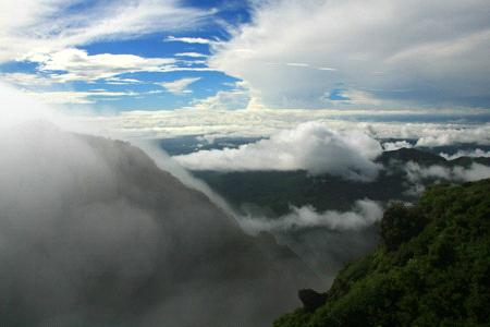 雲上の由布岳