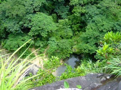 ピナイサーラの滝から滝壷を見下ろす