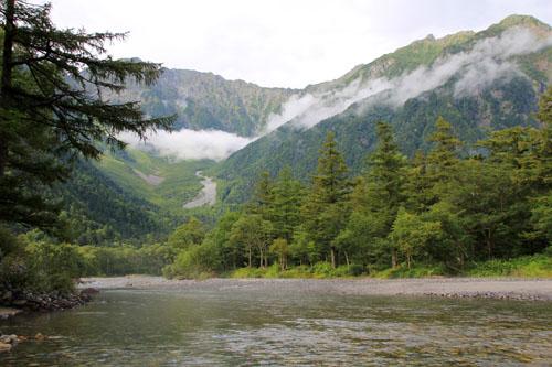 岳沢と梓川