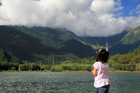 幼児連れ大正池