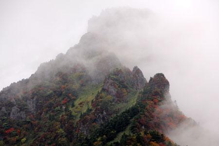 雲架かる石鎚山