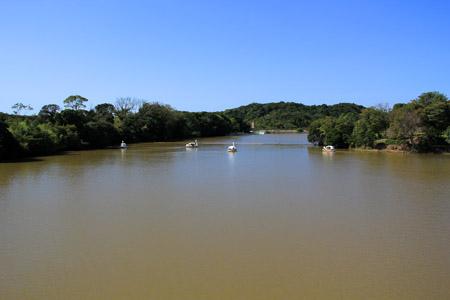 イングランドの丘の池