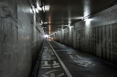 松山空港地下道