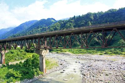 富山地方鉄道で渡る常願寺川