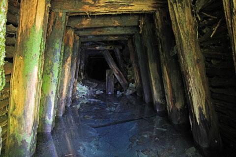 別子銅山第二通洞内部