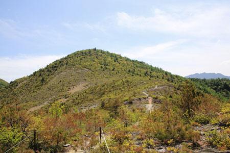 銅山峰から望む西山