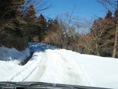 雪の上林林道