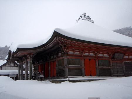 雪の大山寺本堂