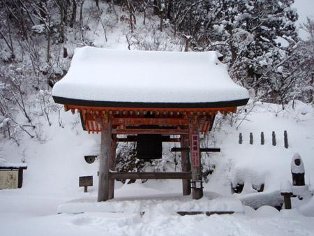 雪の大山寺開運堂