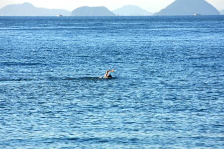 瀬戸内海を泳ぐ