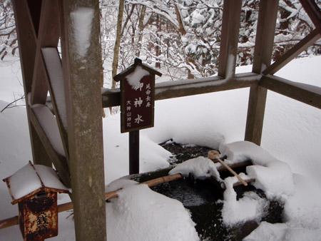雪の大神山神社延命長寿の御神水