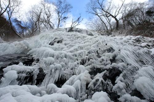 白猪の滝全面凍結