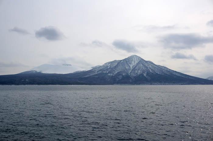 冬の風不死岳と樽前山