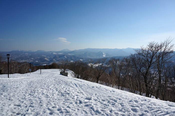 藻岩山展望台への雪の道