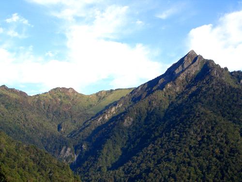 御来光の滝と石鎚山