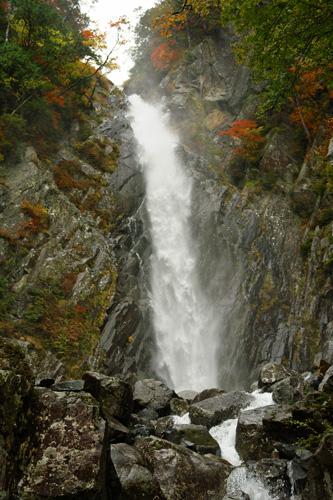 秋の御来光の滝