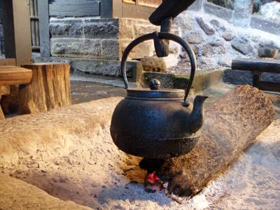新明館の囲炉裏