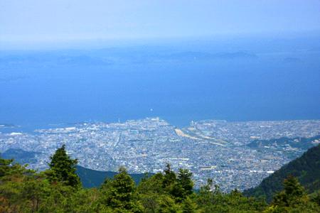 銅山越からの新居浜市と瀬戸内海