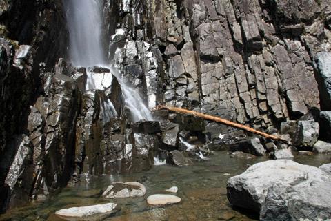 御来光の滝滝つぼ