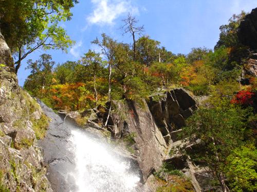 紅葉の御来光の滝