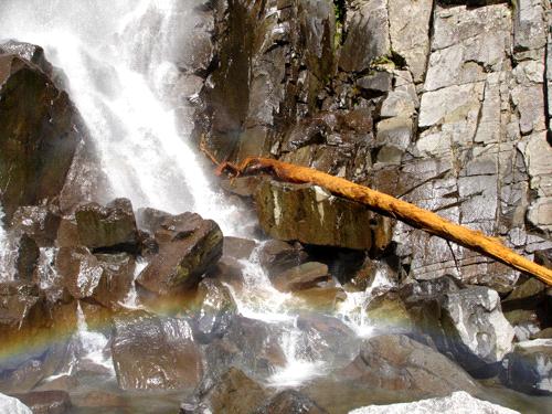 御来光の滝の虹