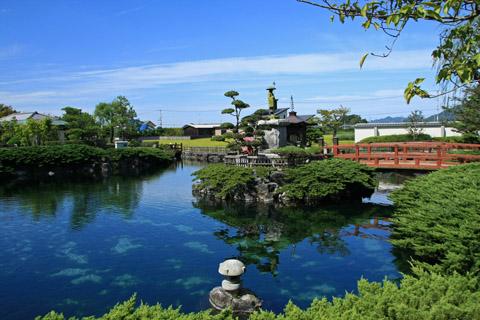 杖の淵公園の池