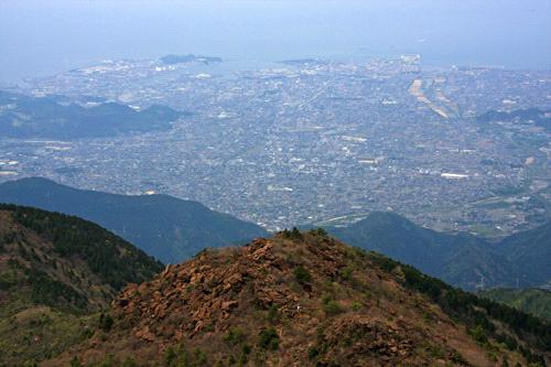 西赤石山からのカブト岩と新居浜市