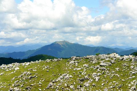 四国カルストと中津明神山