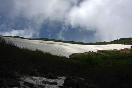 白馬乗鞍岳夏の雪田