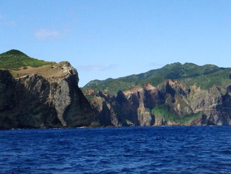 母島の断崖絶壁