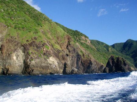 母島の絶壁