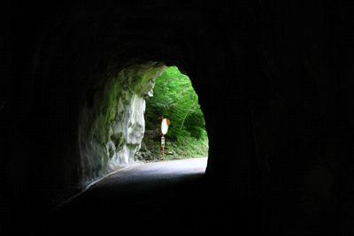 面河渓へのトンネル