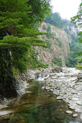 面河渓亀腹岩