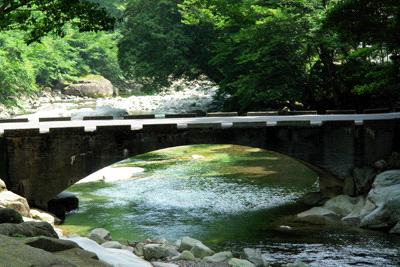 面河渓五色河原の橋
