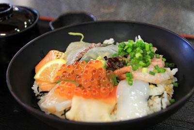 よしうみいきいき館海鮮丼