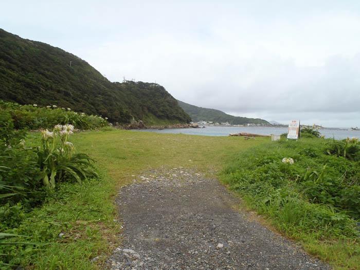 竜ヶ浜キャンプ場ビーチへの道