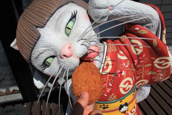 妖怪ベンチ猫また
