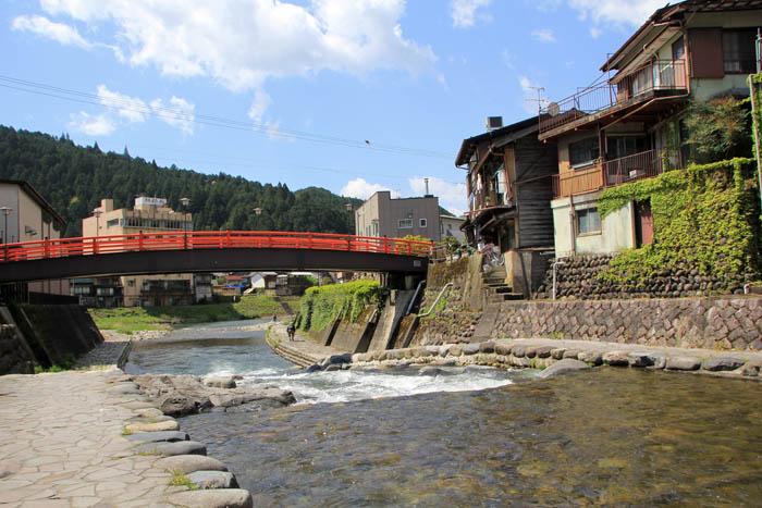 小駄良川と清水橋