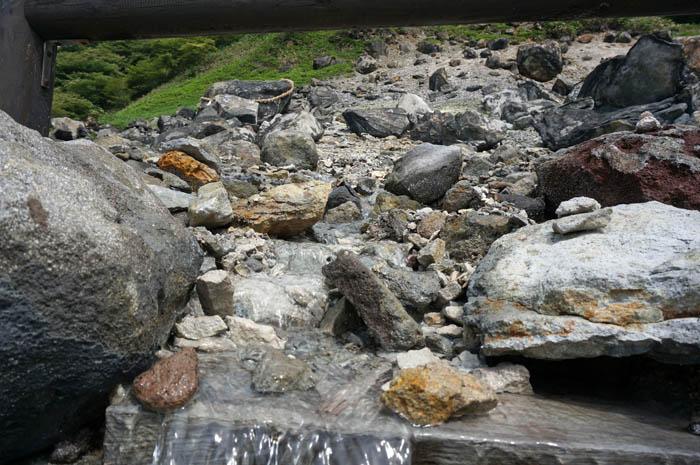 殺生石の川
